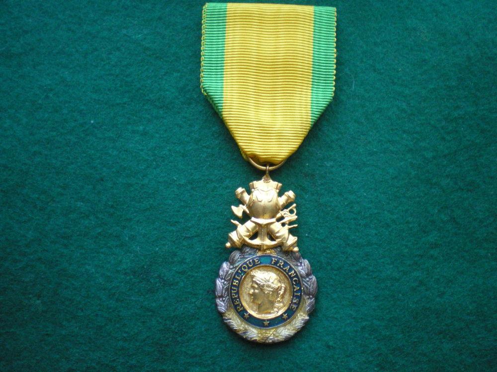 Médaille Militaire 4° République avec émaux verts. 90 Caen (14)