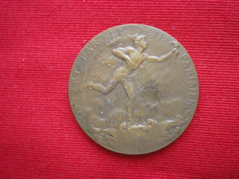 Médaille - Offerte par le Petit Parisien. 35 Caen (14)