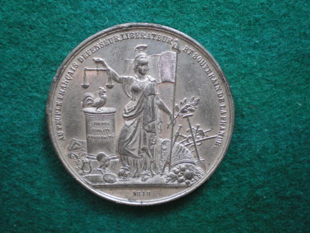 Médaille de la Révolution de 1948. 70 Caen (14)