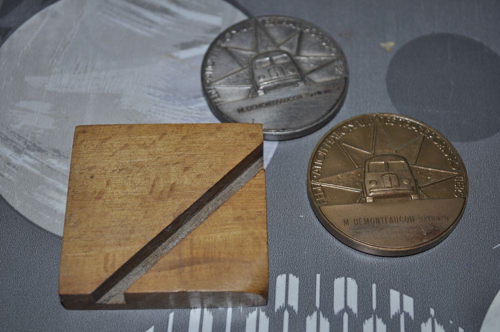 Médailles de la route avec son socle 100 Perreuil (71)