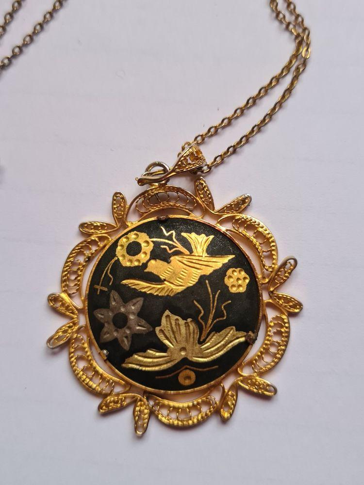 médaillon rond motif oiseaux 10 Saint-Priest-la-Roche (42)