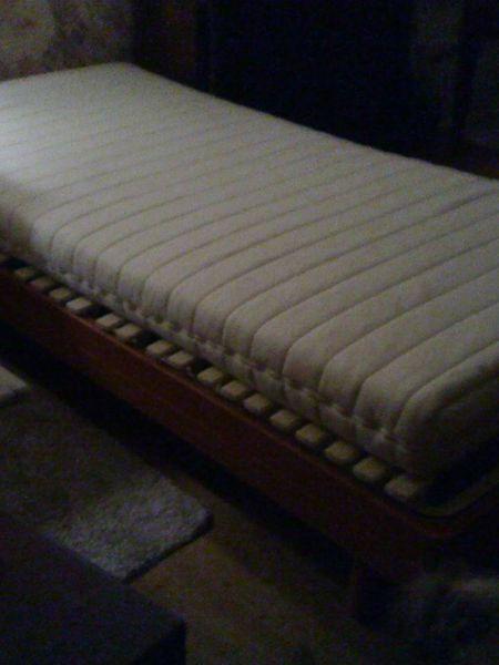 lits occasion dans l 39 aude 11 annonces achat et vente de lits paruvendu mondebarras page 7. Black Bedroom Furniture Sets. Home Design Ideas