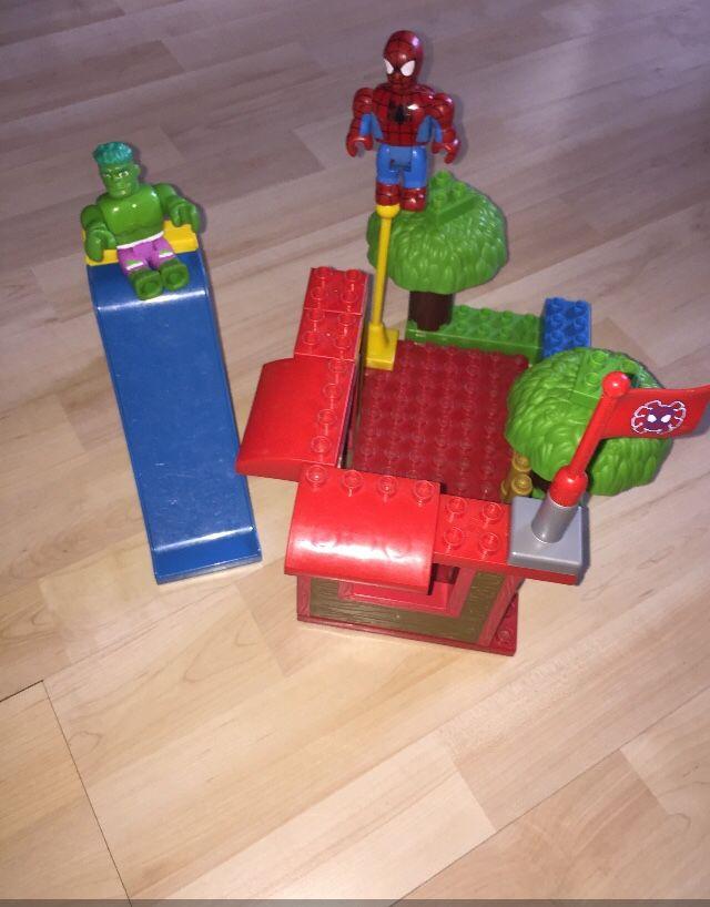 Mega Bloks-Spiderman & Hulk- Murs, plaque compatible Lego -2 figurines, toboggan , arbres et drapeau SPIDERMAN 30 Cormeilles-en-Parisis (95)