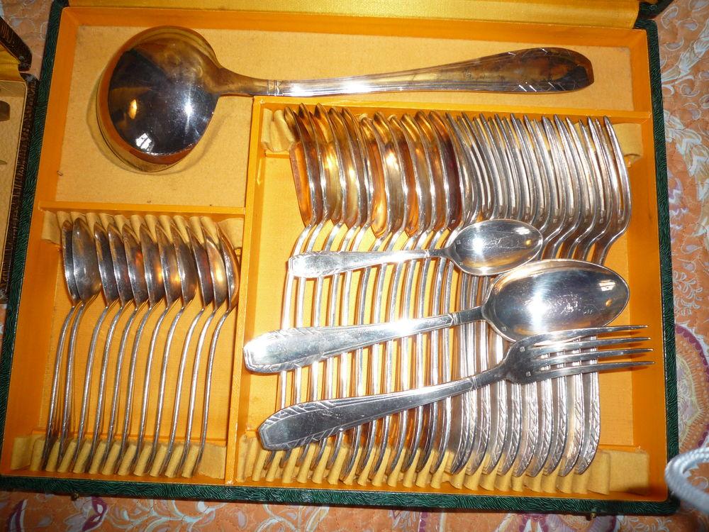 Ménagère en métal argenté  des années  1935/1940  120 Agde (34)