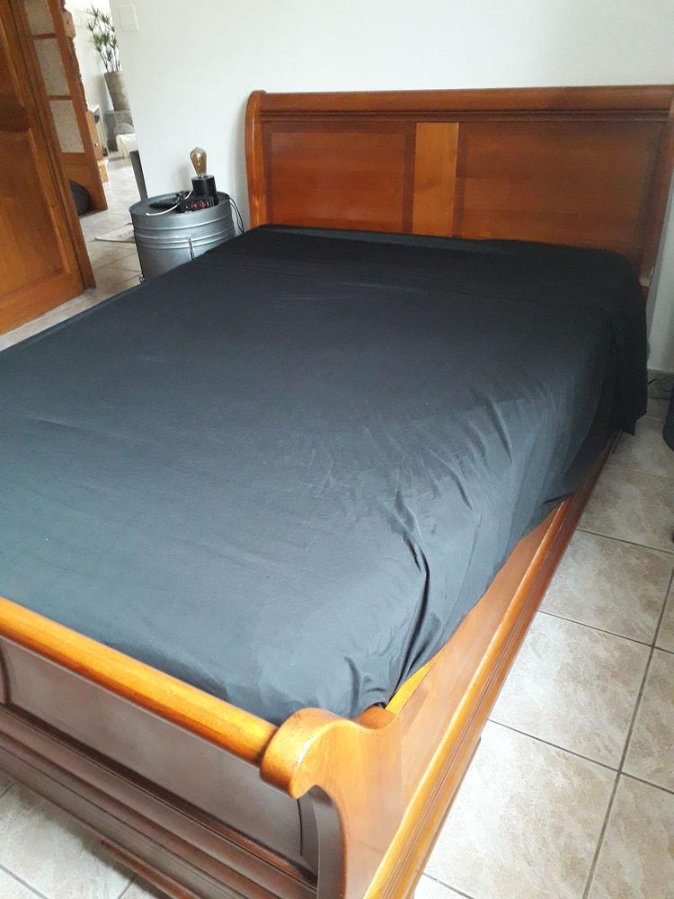 Lit en merisier 140x190 avec sommier tapissier et 2 chevets  120 Sausset-les-Pins (13)