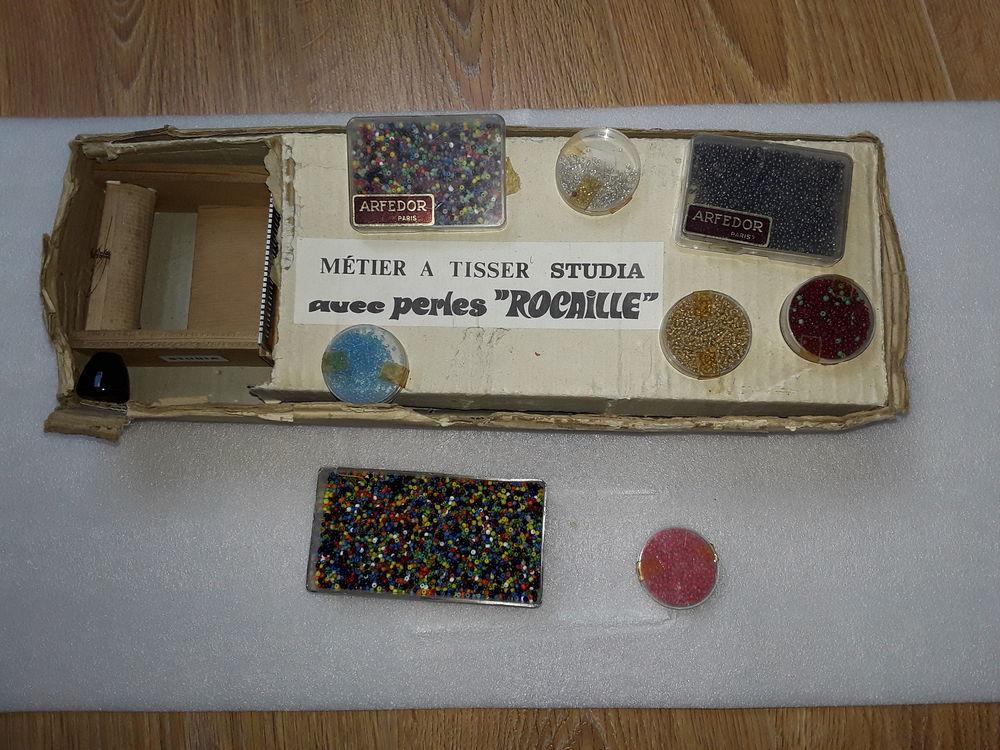 Metier a tisser a perlrs et un lot de perles 40 Gometz-la-Ville (91)