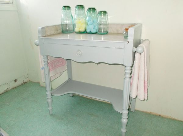 meuble ancien de salle de bain plateau en marbre  450 Monflanquin (47)