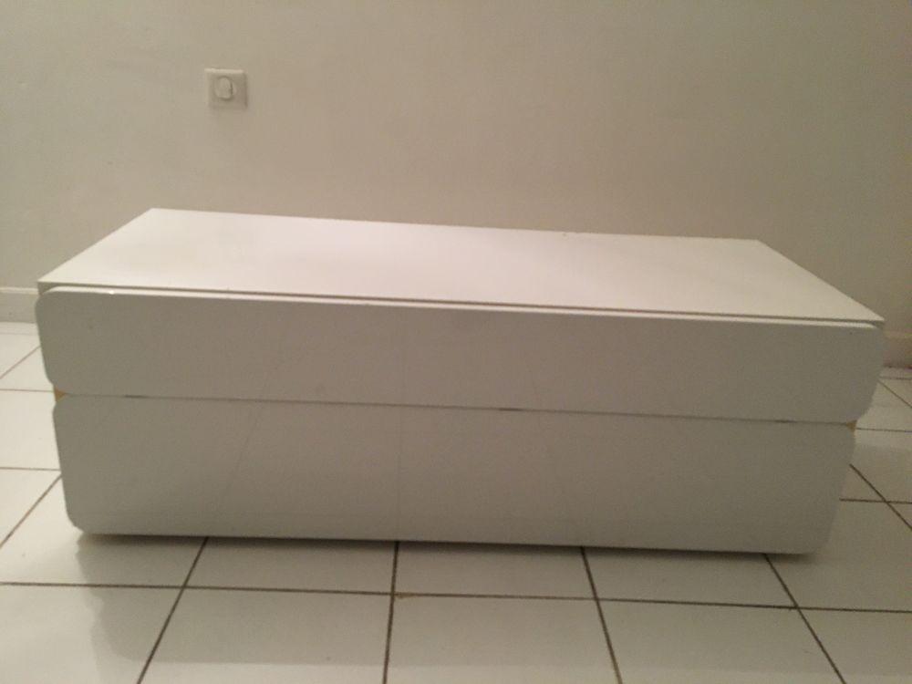 meuble bas TV blanc laqué  L 120 l 48 cm H 42 cm avec passage câbles au dos 50 Cannes (06)