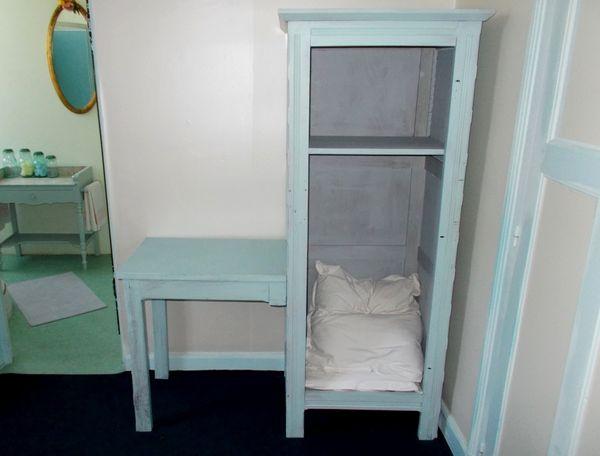 meuble en bois table bureau et penderie atypique original 300 Monflanquin (47)
