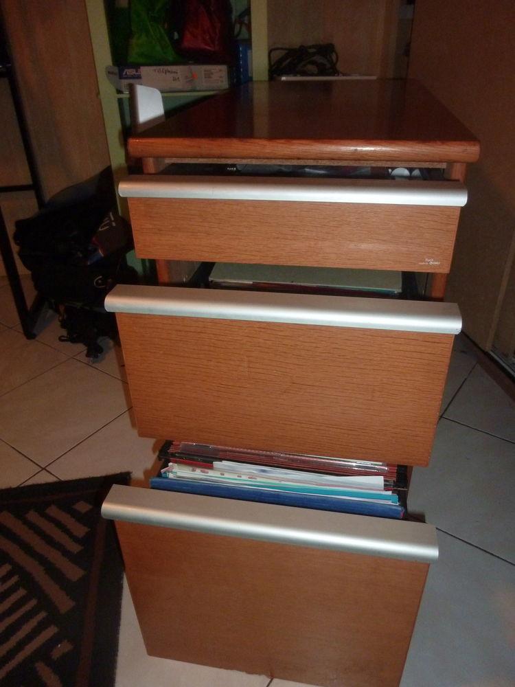 Meuble  Caisson bureau  chêne clair. FACIT 3 tiroirs + clé 55 La Mulatière (69)