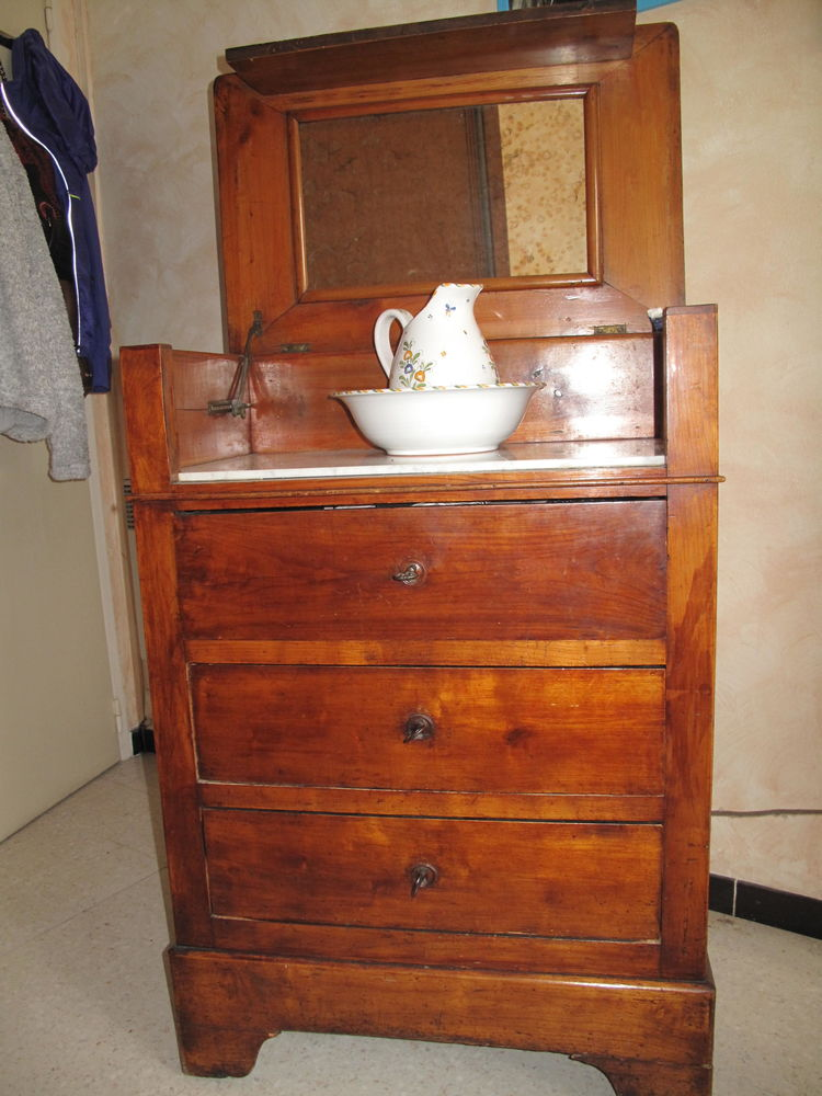 datant antique commode