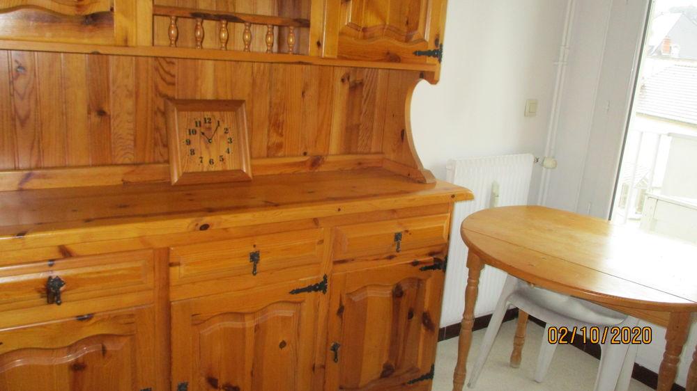 Meuble cuisine pin doré. 210 Le Vernois (39)