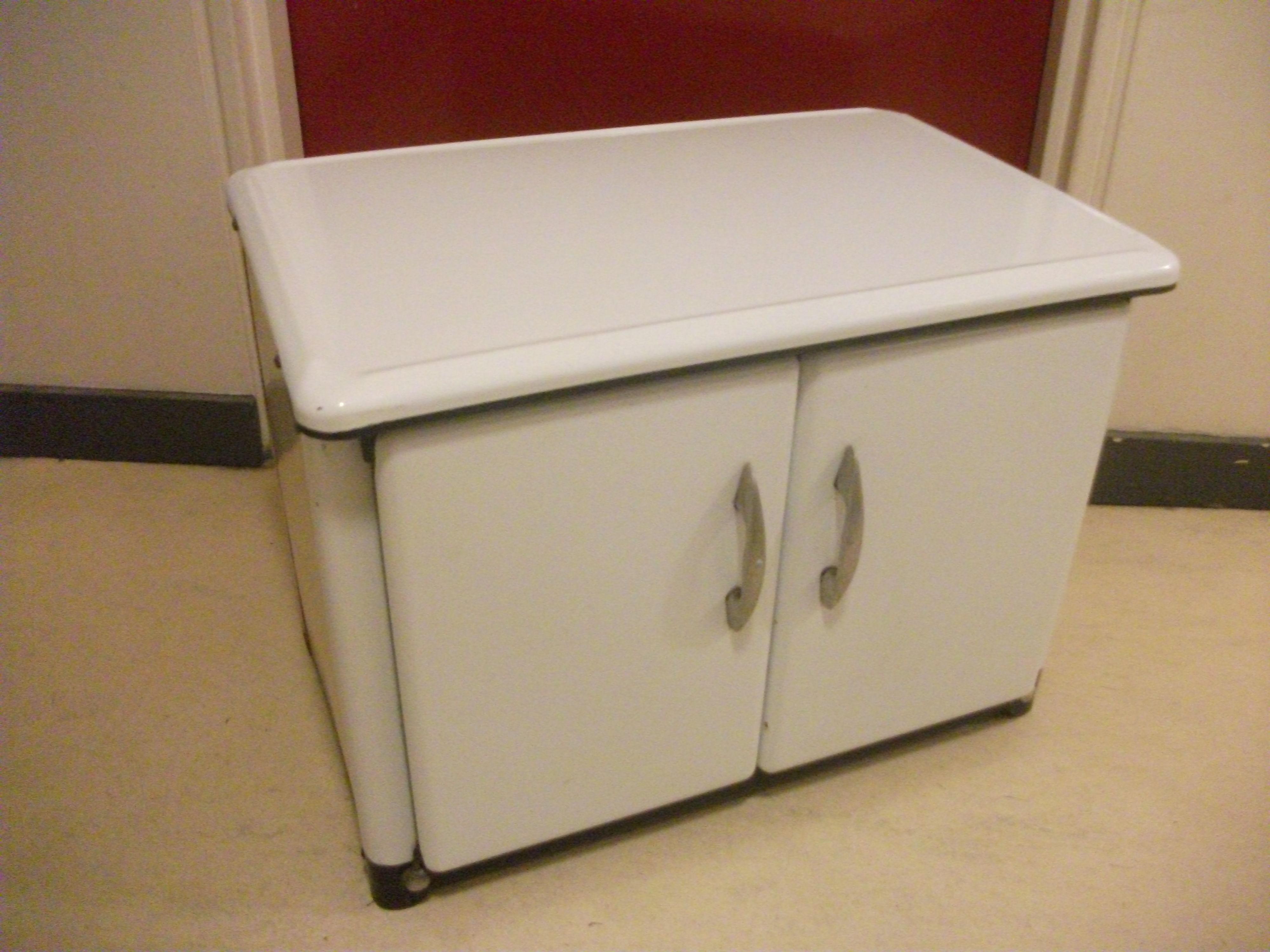 meuble cuisine en metal etagres de cuisine meuble. Black Bedroom Furniture Sets. Home Design Ideas