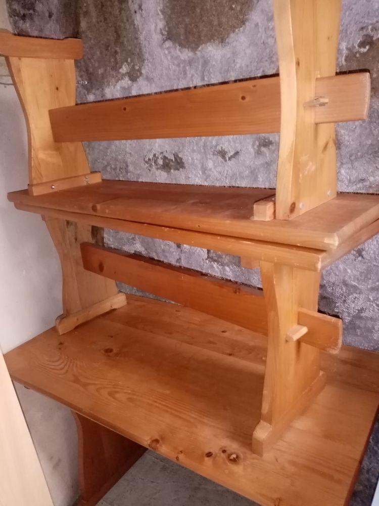 Lot meuble pin naturel: 2 bancs,1 table,1 meuble sdb,1 meuble bahut 25 Marols (42)