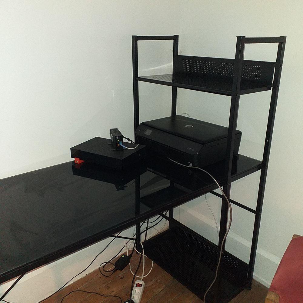 Meuble d ordinateur noir disponible  de suite 40 Maubeuge (59)