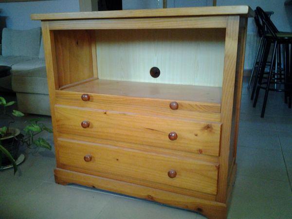 meubles en pin occasion saintes 17 annonces achat et vente de meubles en pin paruvendu. Black Bedroom Furniture Sets. Home Design Ideas
