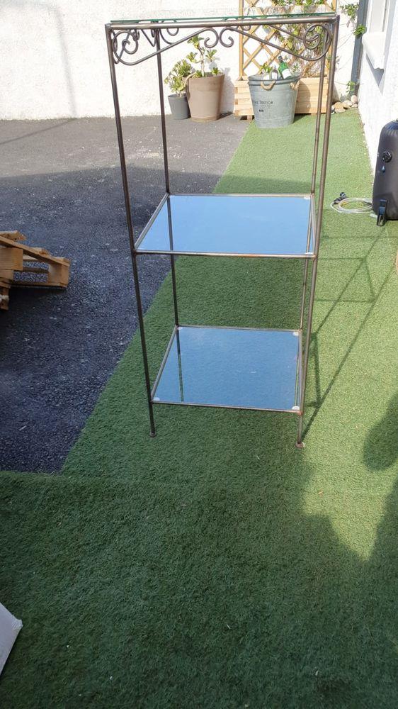 Meubles en fer forgé avec étagères en verre 30 Narbonne (11)