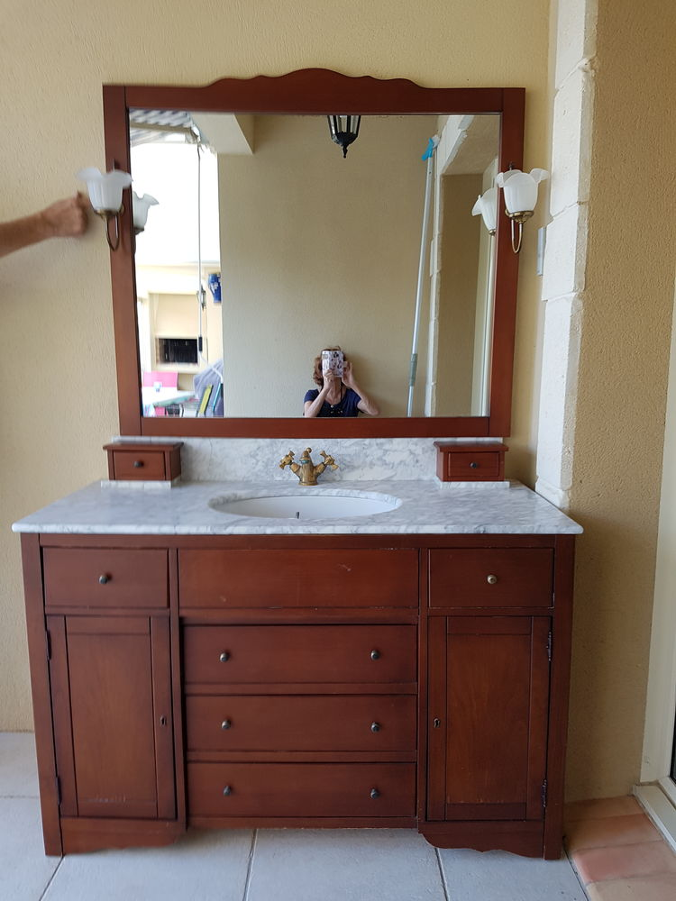 Emejing Salle De Bain Occasion Montpellier Pictures - House ...