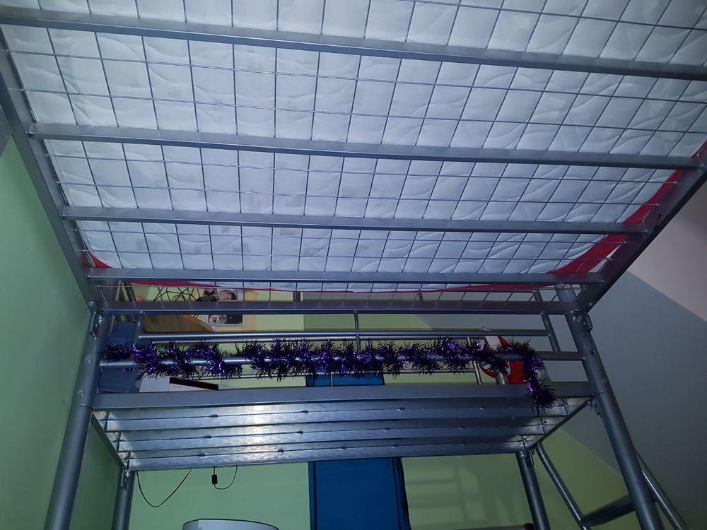 lit mezzanine en bon état deux places gris 0 Beton-Bazoches (77)