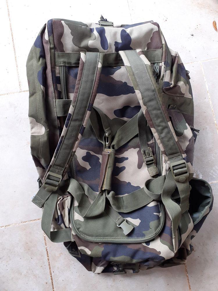 sac militaire 0 Saint-Quentin-la-Poterie (30)