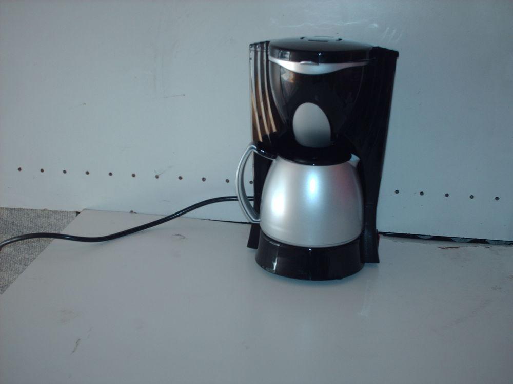 mini cafetière Electroménager