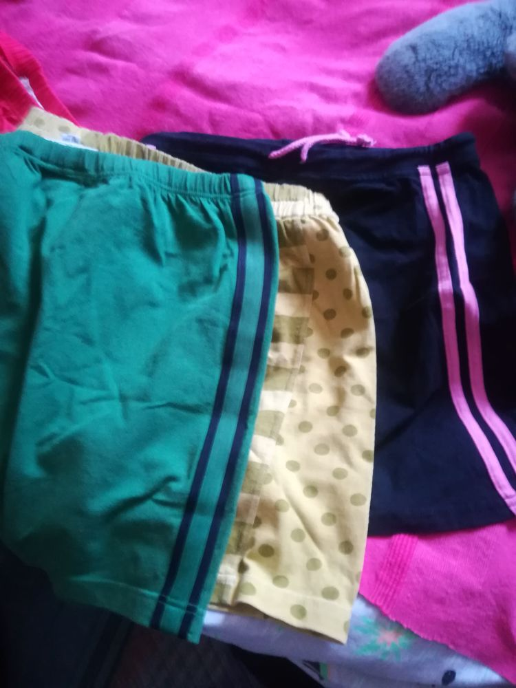 Lot de 6 mini jupes  10 Pantin (93)