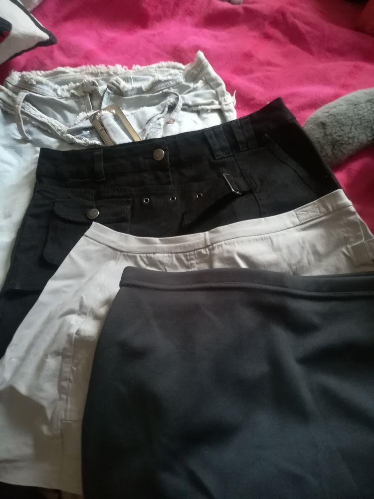 Lot de 4 mini jupes 10 Pantin (93)