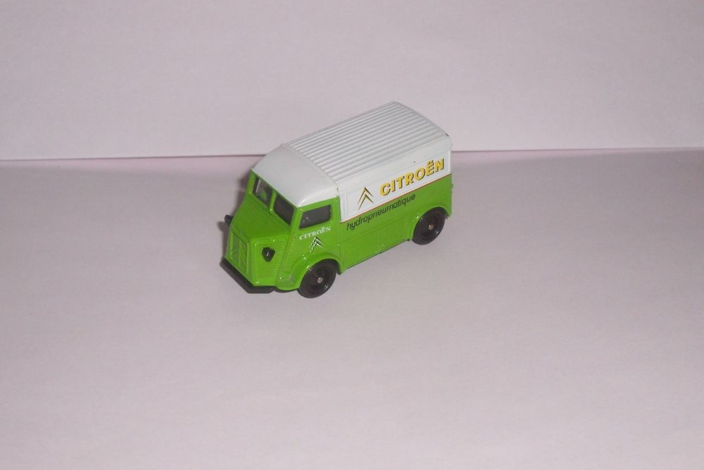 miniature auto CITROEN TYPE H 1/64eme-CORGI--ALTAYA- 7 Saint-Chamond (42)