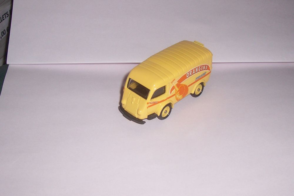 miniature auto RENAULT GOELETTE-ORANGINA 1/64-CORGI--ALTAYA 7 Saint-Chamond (42)