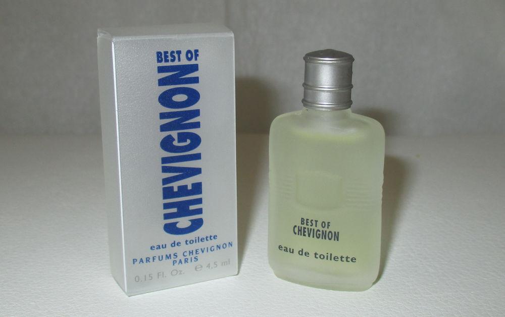 Miniature de parfum pleine, ancienne, Chevignon 5 Toulouse (31)
