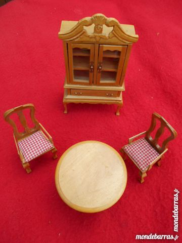 MINIATURES armoire, table, chaises 6 Dammarie-les-Lys (77)