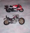 """5 miniatures MOTO""""YAMAHA x 2--BMW x 2--SCOOTER""""1/18 eme"""