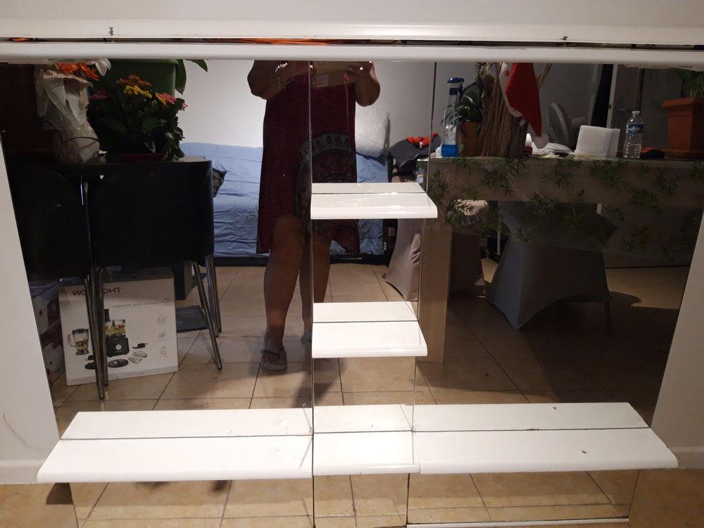 Miroir de meuble de salle de bain en verre. 149 La Colle-sur-Loup (06)