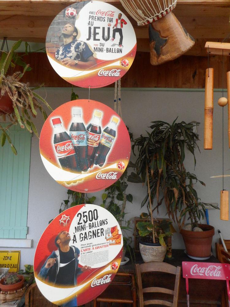 Mobile publicitaire coca cola en carton 10 Nieuil-l'Espoir (86)