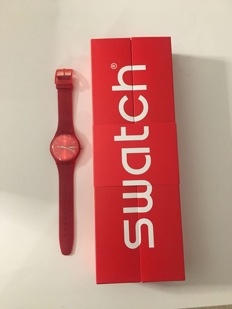 Montre Swatch Red Rebel rouge 50 Saint-Fargeau-Ponthierry (77)