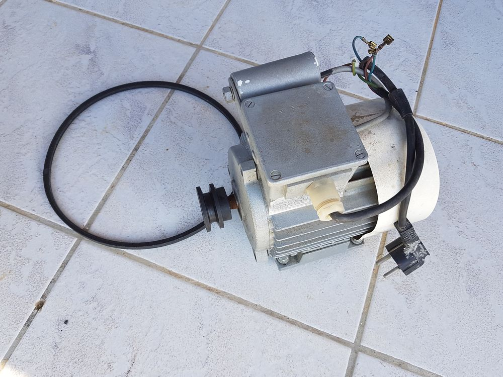 moteur bétonnière Guy Noel 40 Callas (83)