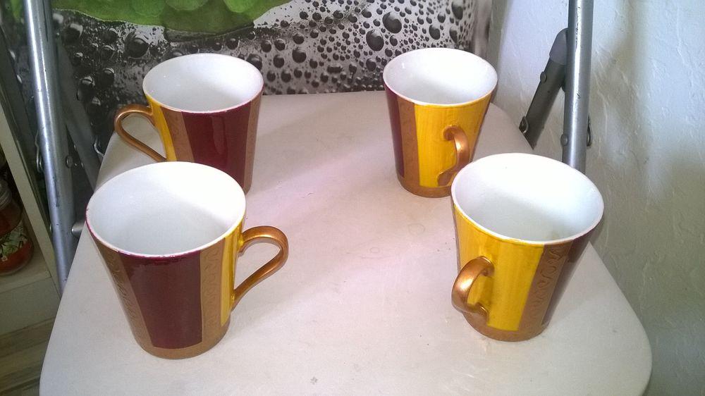 4 mugs  Faience Maison du monde Excellent etat 9 cm de h Cuisine