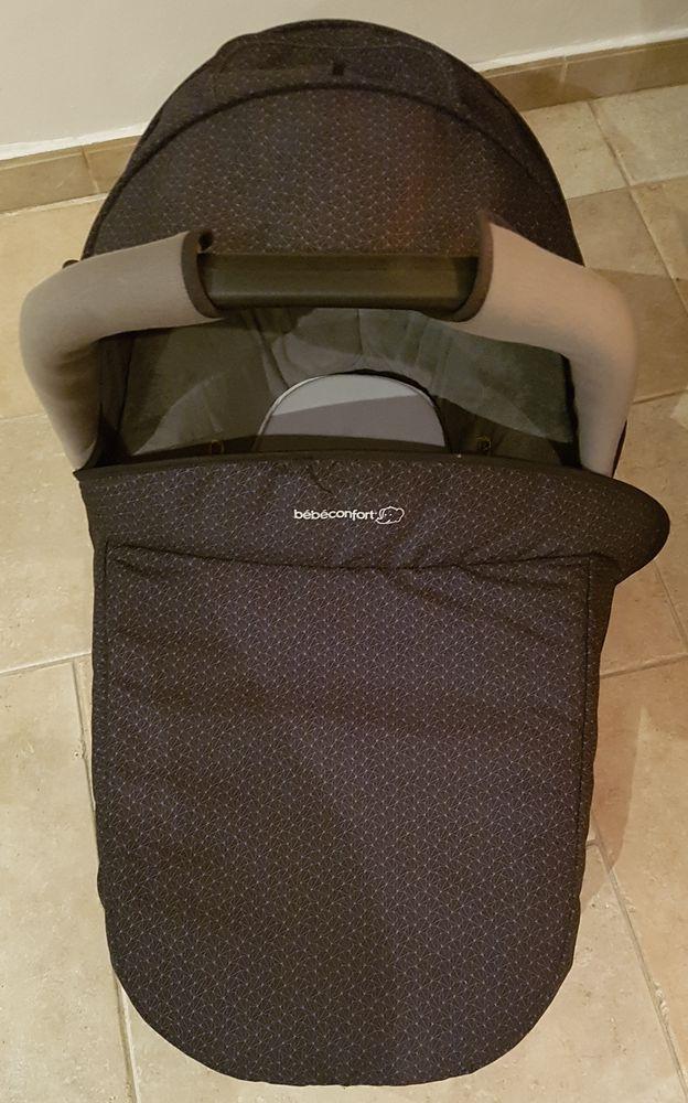 Nacelle bébé confort + fixations auto 40 Arles (13)