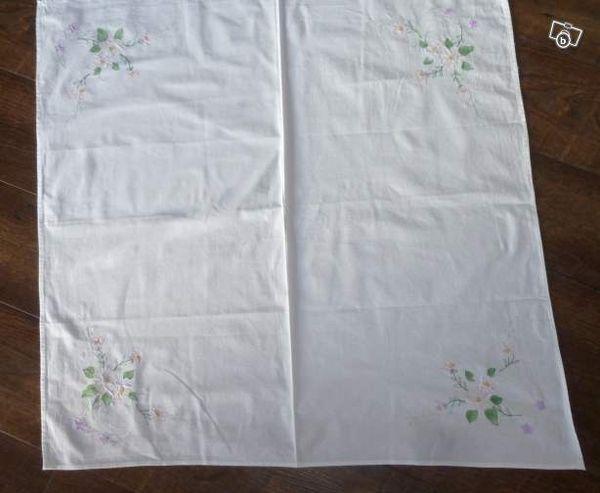 NAPPE blanche avec des fleurs 5 Doussard (74)