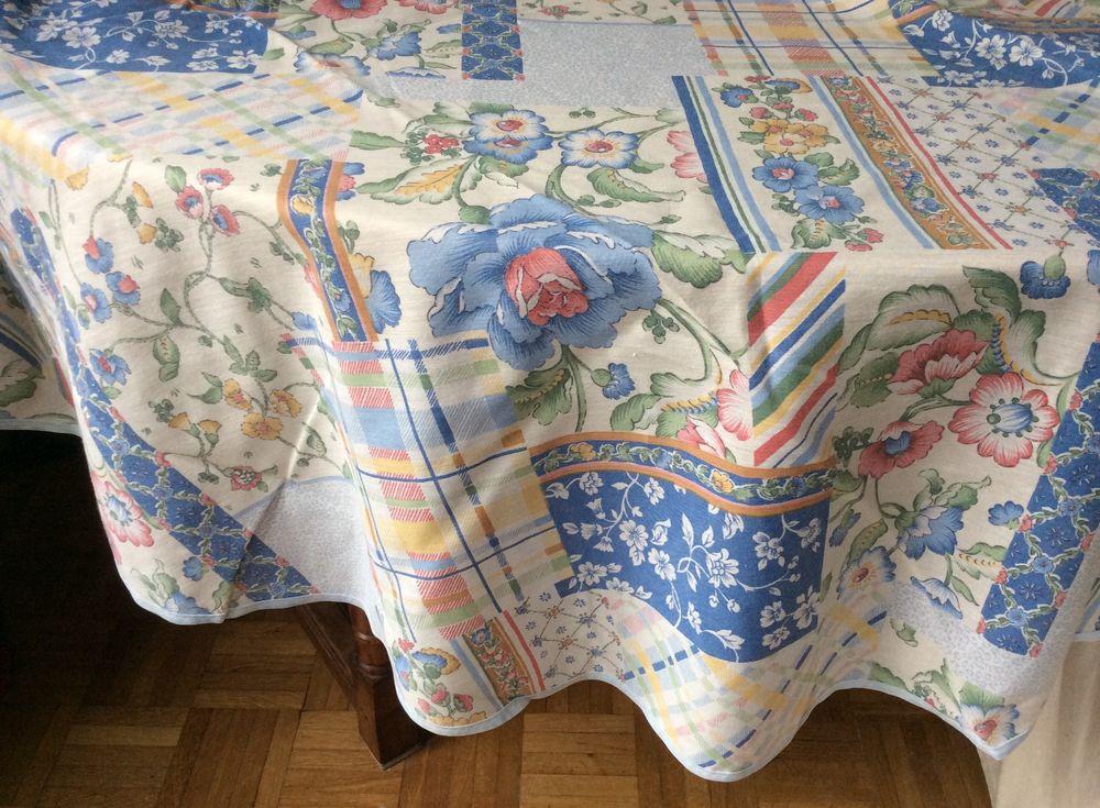 Nappe fleurie ronde - 188x188cm - TB état 10 Paris 17 (75)
