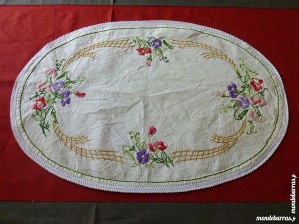 Napperon ovale à fleurs 2 Thiais (94)