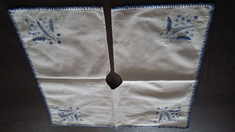 Napperon vintage en coton brodé et fait main 8 Sourcieux-les-Mines (69)