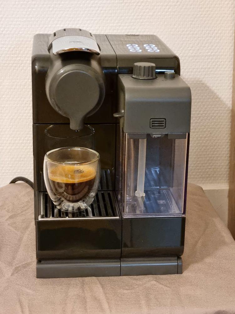 NespressoDelonghiLattissima Touch 2 Noir EN560B 80 Vitré (35)