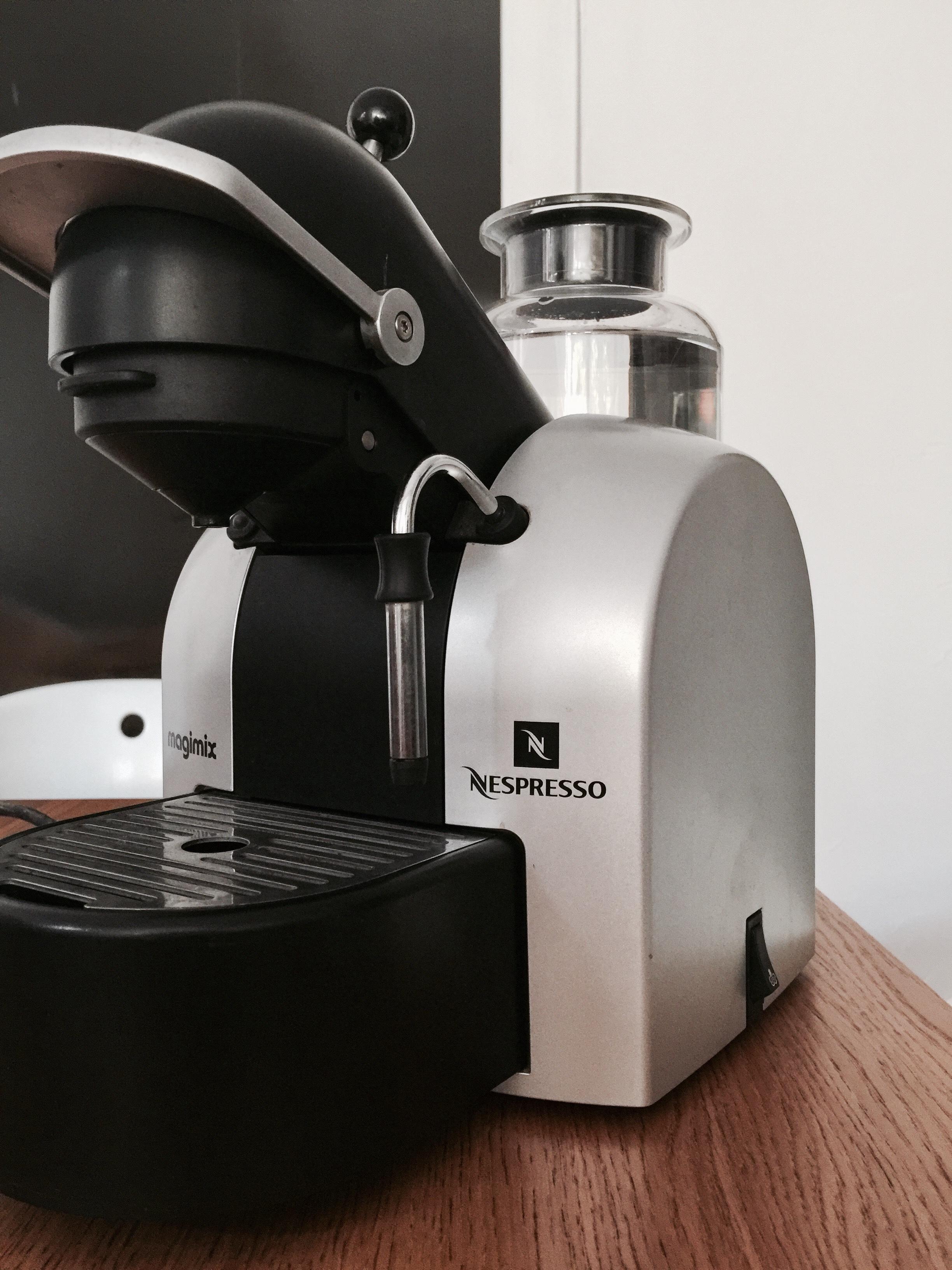 nespresso occasion dans les alpes maritimes 06 annonces achat et vente de nespresso. Black Bedroom Furniture Sets. Home Design Ideas