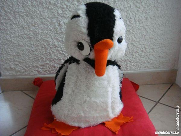 Nestor le pingouin. Peluche vintage range pyjama. 79 Longlaville (54)