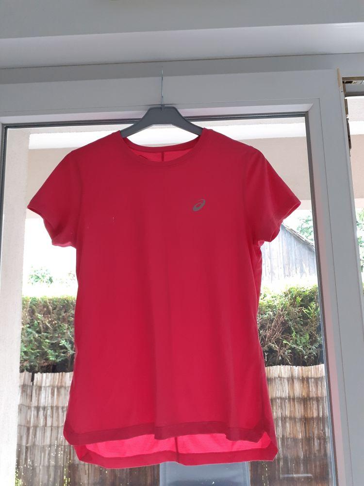 NEUF T shirt Asics XS Vêtements