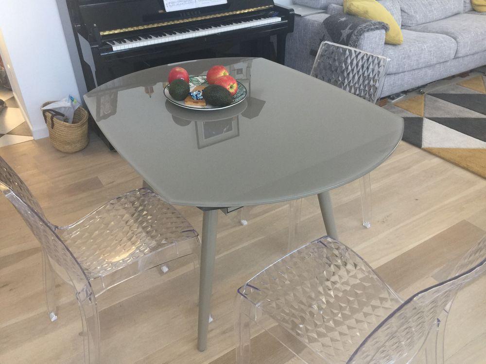 NEUF ! Table extensible en verre et 4 chaises Meubles