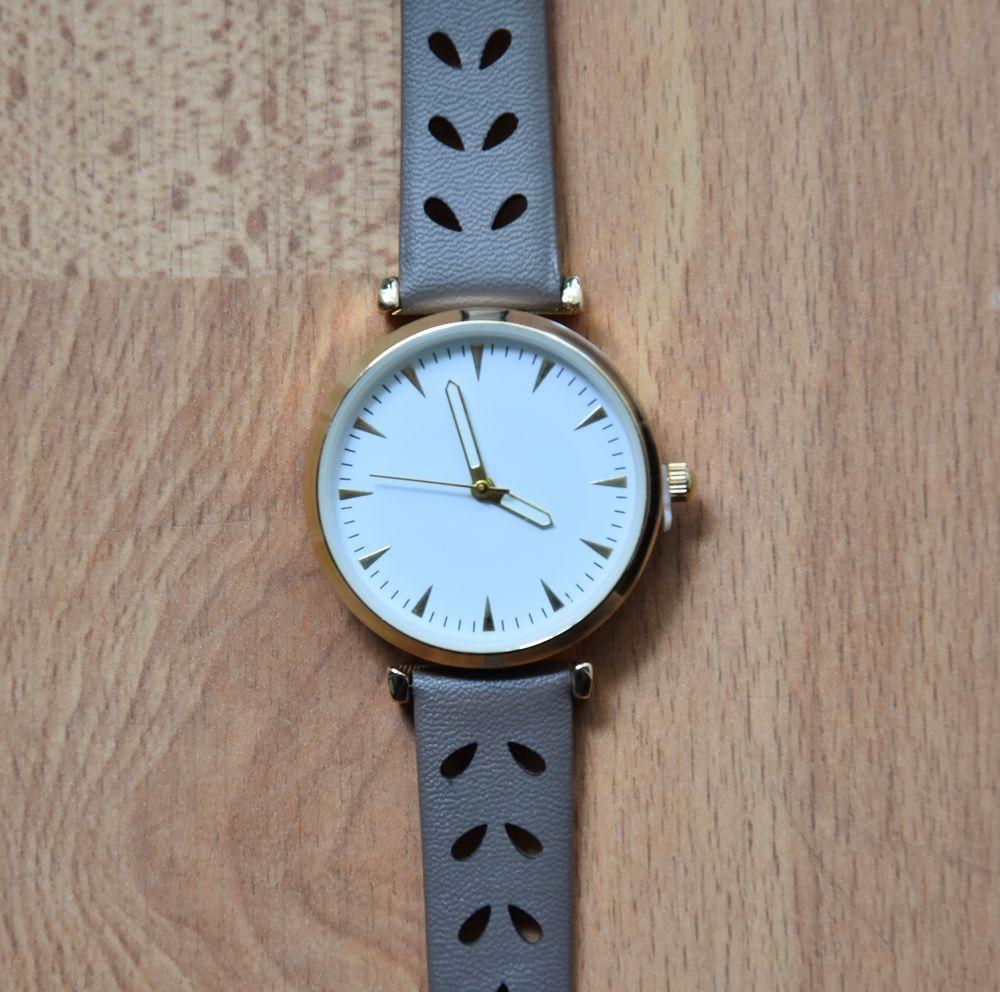 NEUVE. MONTRE avec élégant bracelet.  NEUVE dans emballage. 10 Gujan-Mestras (33)