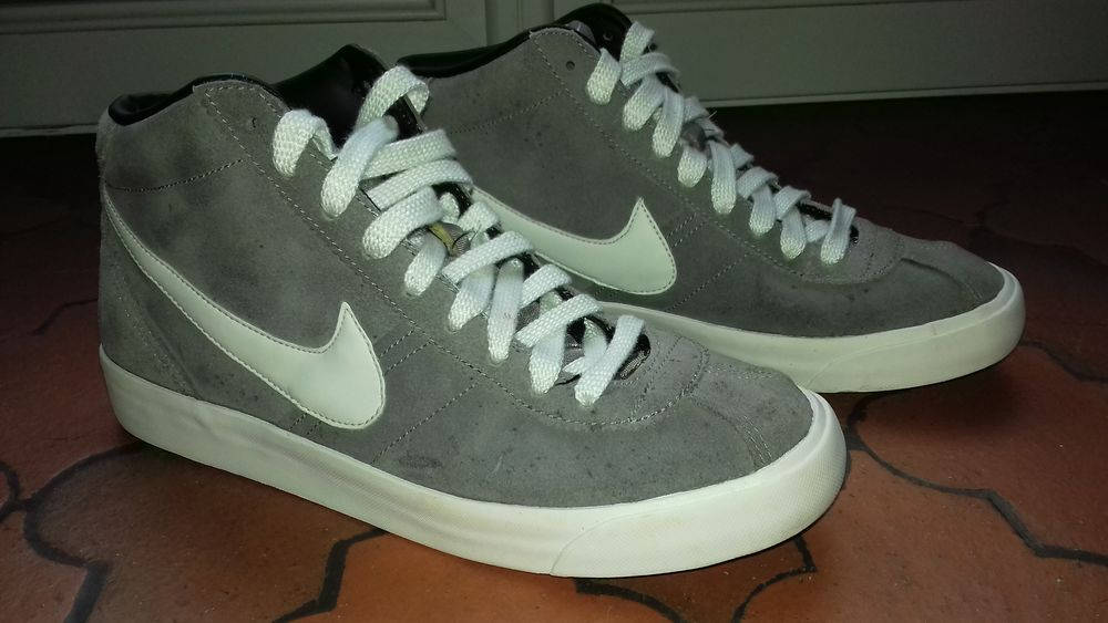 Nike montante grises T. 43 25 Chasseneuil (36)