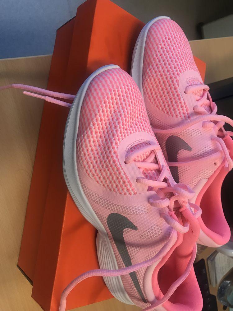 Nike Revolution 4 neuve Chaussures